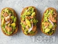 Рецепта Лесни и леки сандвичи с риба тон и авокадо